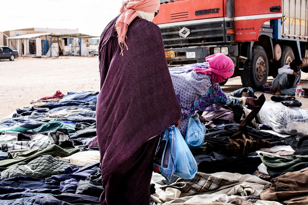 Two women in a street market in Smara refugee camp