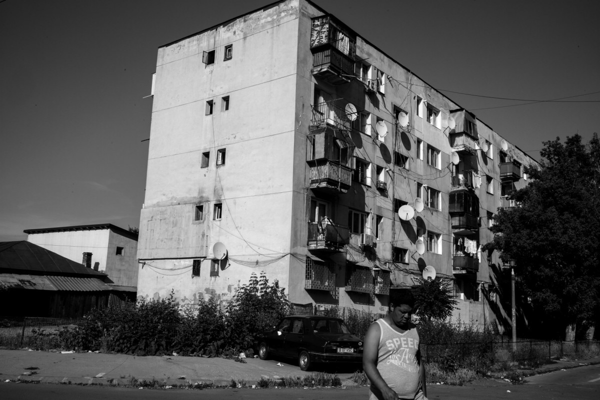 Soviet era buildings in Ferentari district in Bucharest (T. Clavarino)