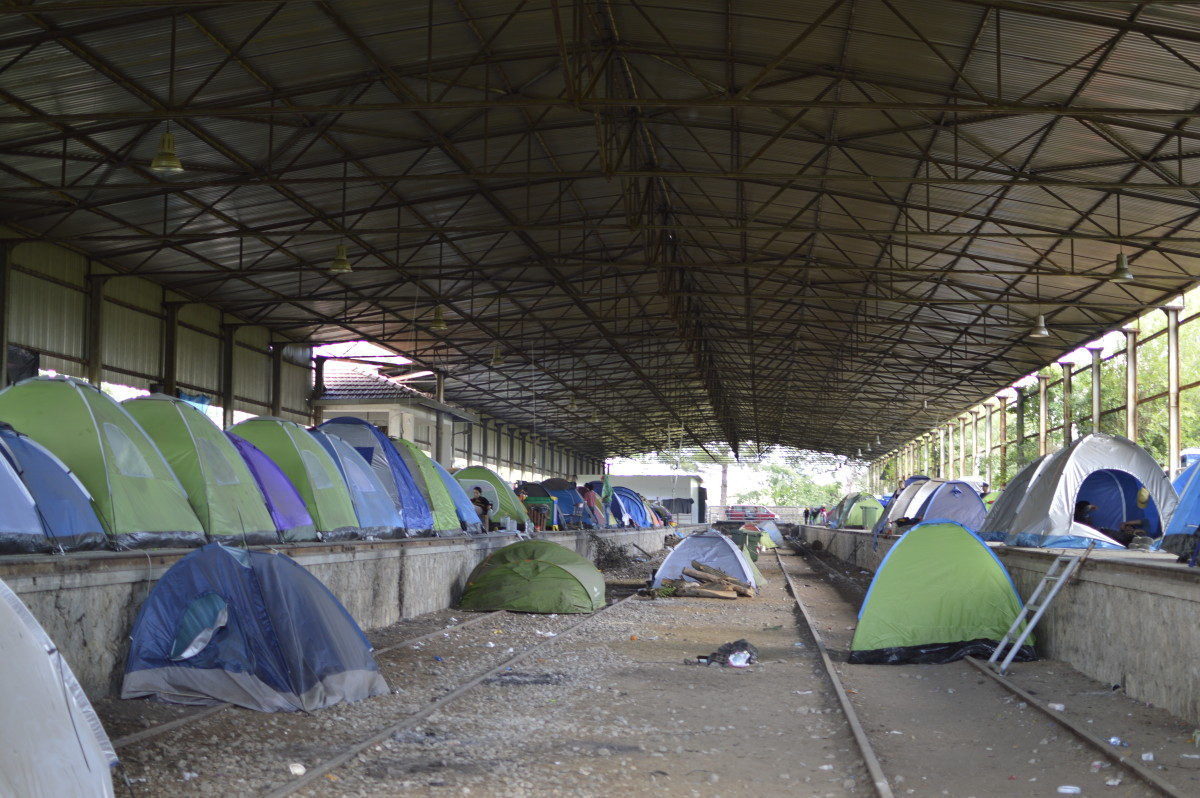 A hangar hosts tents of Kurdish refugees a few meters from Idomeni camp