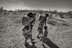 Daughters of Drought: A Disaster in Pictures