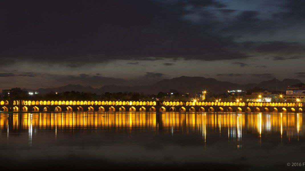 Si-o-seh pol bridge, Isfahan by night. Photo by Fabrizio Saglia.