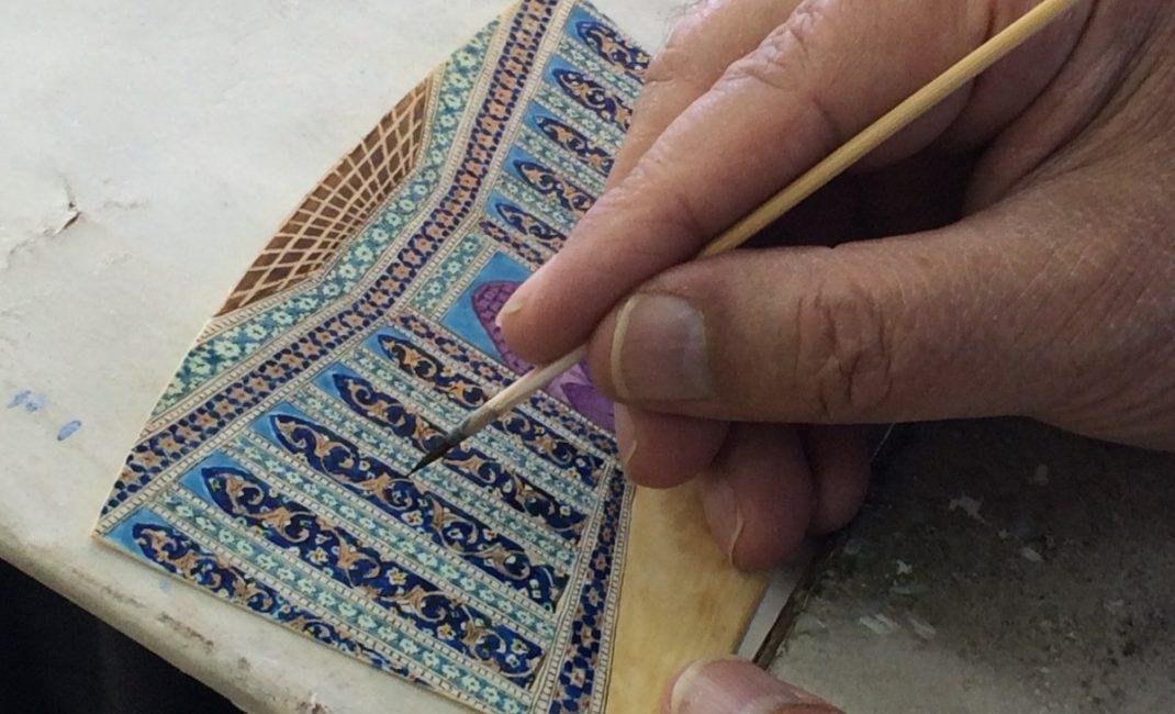 Isfahan, master miniaturist. Photo by Chiara Ferroni.