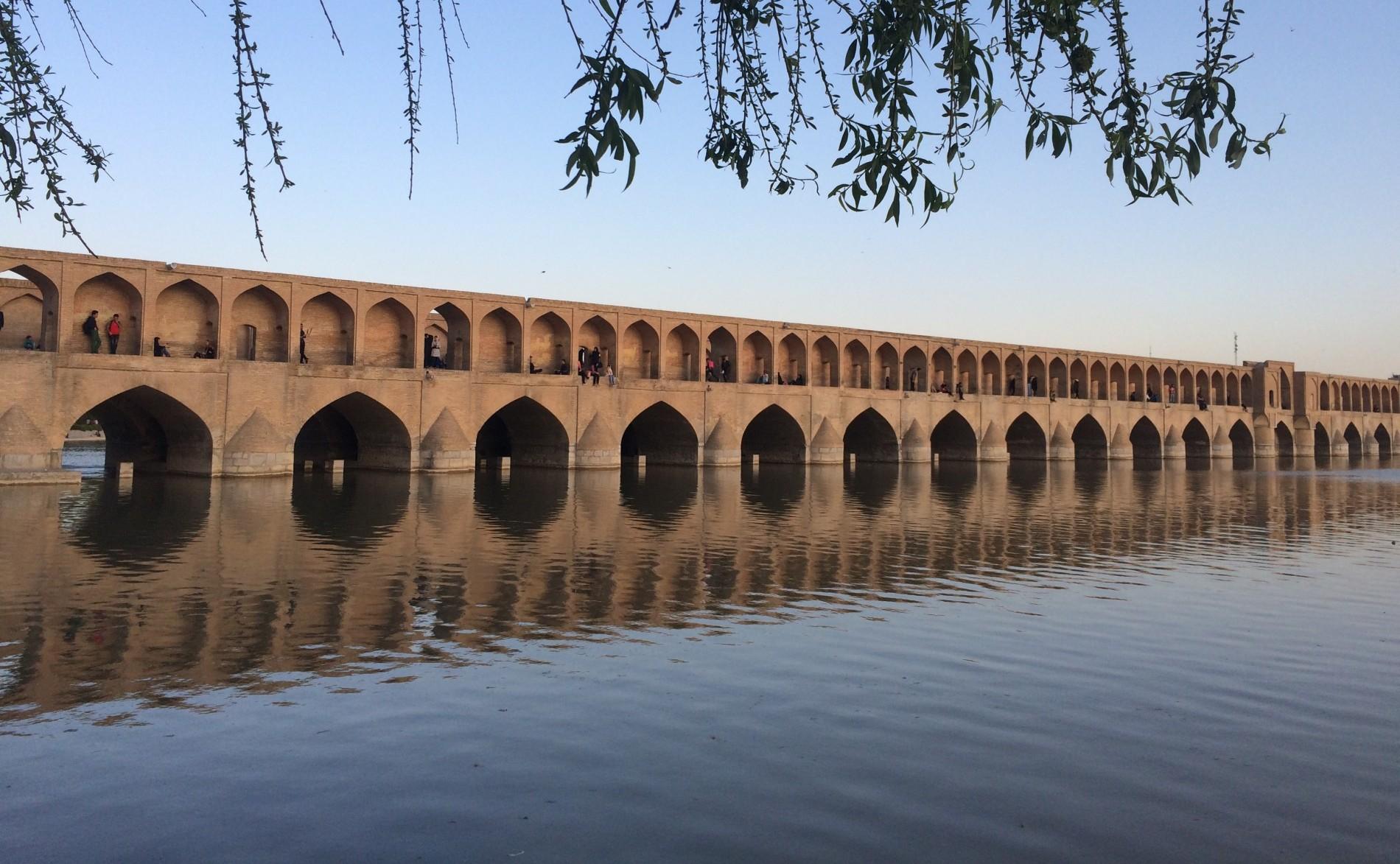 Si-o-seh pol bridge, Isfahan by day. Photo by Chiara Ferroni.