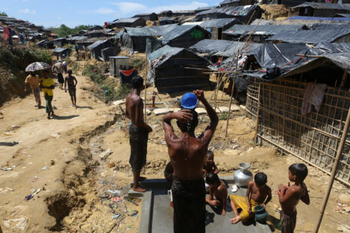 Rohingya people at Thaingkhāli refugee camp