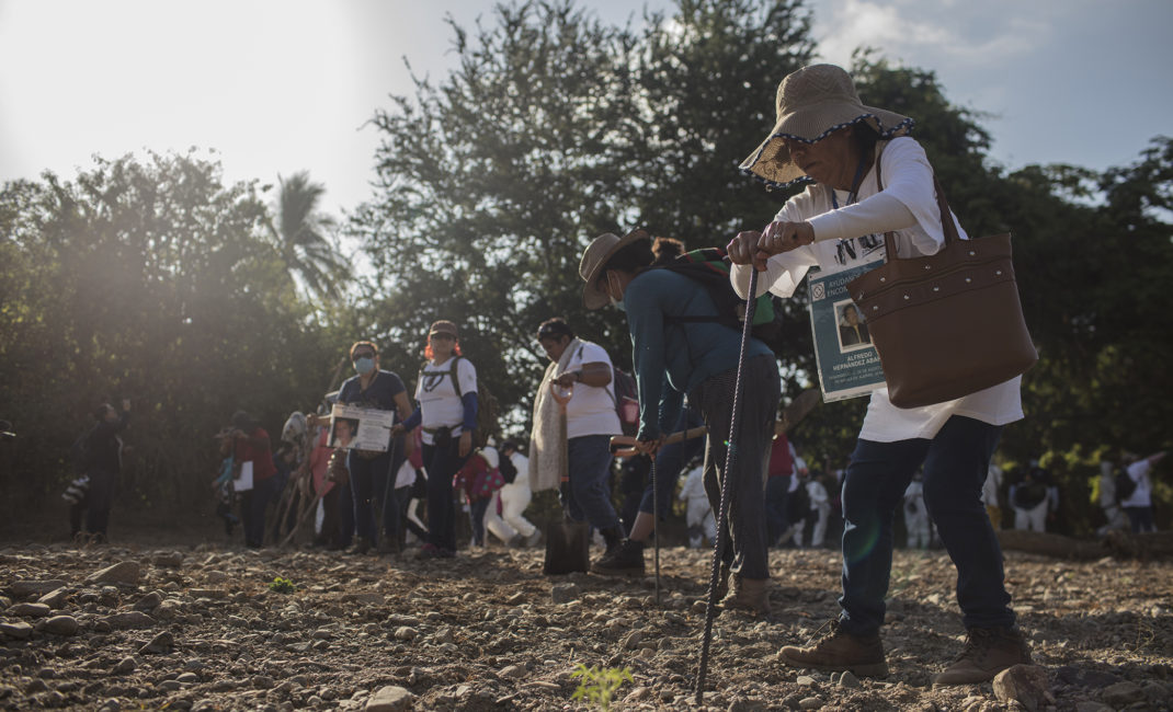 Quinta Caravana Internacional de Búsqueda de Desaparecido (the Fifth International Search Caravan for Missing Persons) - by Alan Ortega